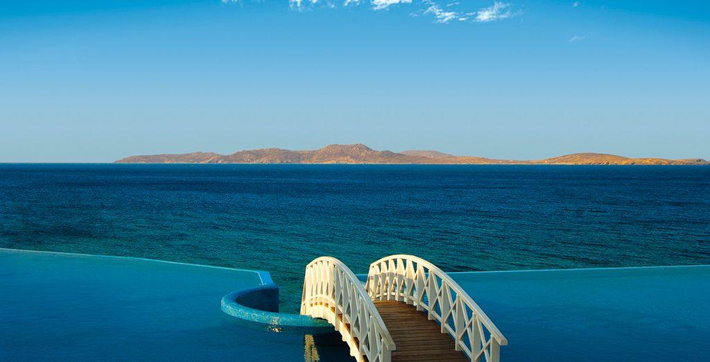 Avec un panorama incroyable sur la mer Egée...