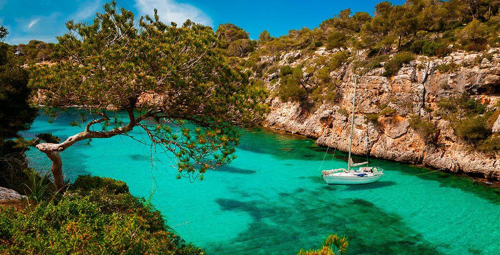 Paysage des Baléares, côtes rocheuses et eaux turquoise