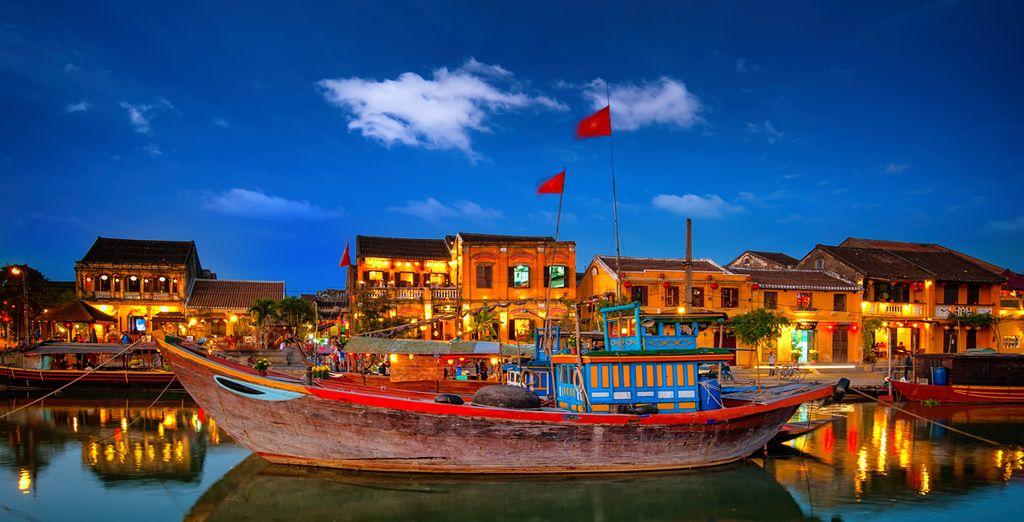 Découvrez ensuite Hoi An, ancienne ville prospère, située sur les routes maritimes du commerce de la soie