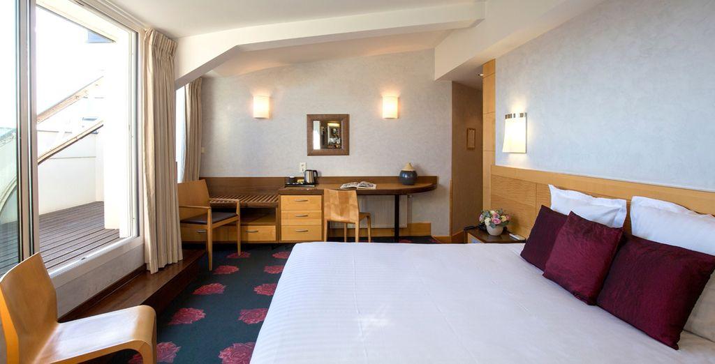 Hôtel de charme à Bordeaux avec lit double confortable et salle de bain privée