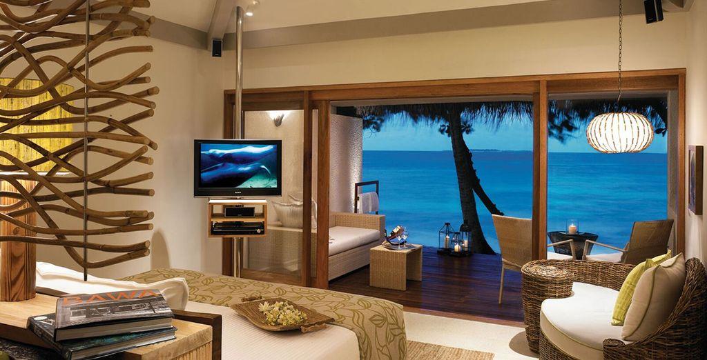 La magie opèrera dès lors que vous franchirez les portes votre Superior Charm Beach Villa, élégante et spacieuse
