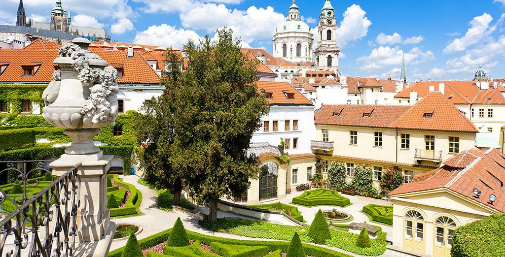 Plongez ensuite dans l'atmosphère romantique de Prague