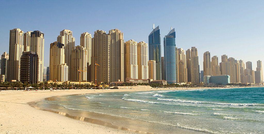 À deux pas de la plage la plus tendance des Emirats Arabes Unis...