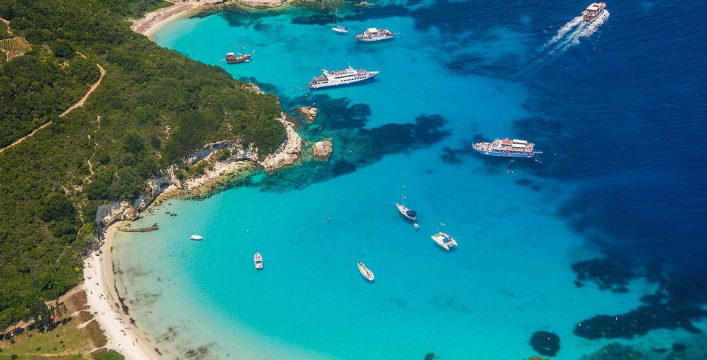 ... Baignez-vous dans les eaux limpides de la mer Egée...