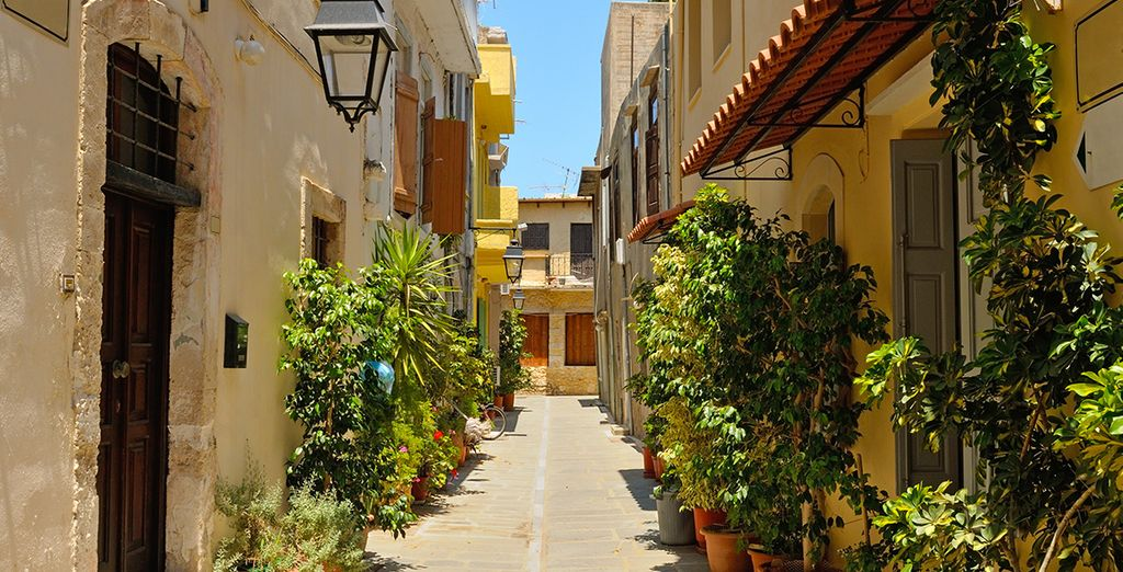 Entre les ruelles typiques de la région... - Club Héliades Select Pilot Beach Resort 5 * Georgioupolis