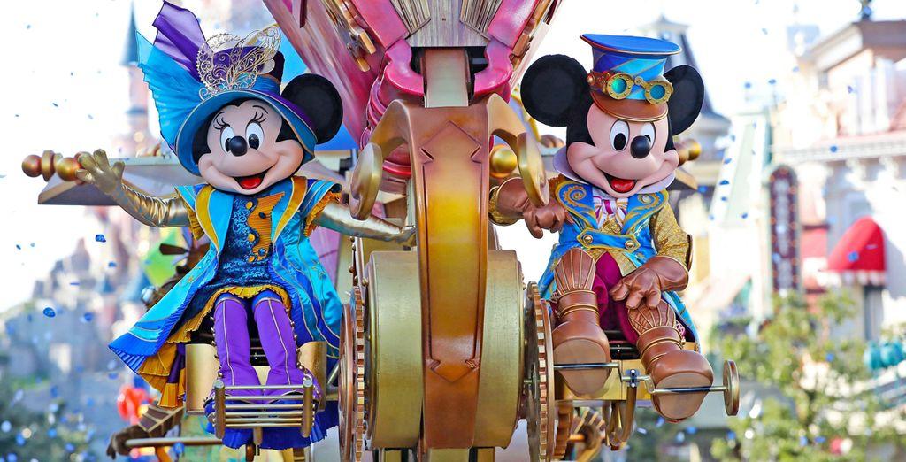 Personnages Disney au cœur du Parc de Disneyland Paris