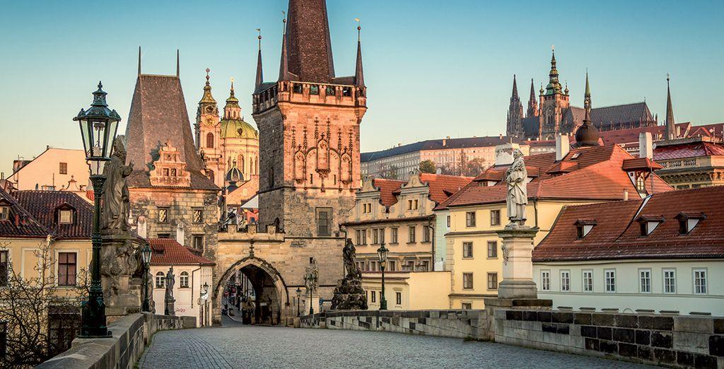 Découvrez l'une des plus belles capitales européennes dotée de cent tours, de places de charme