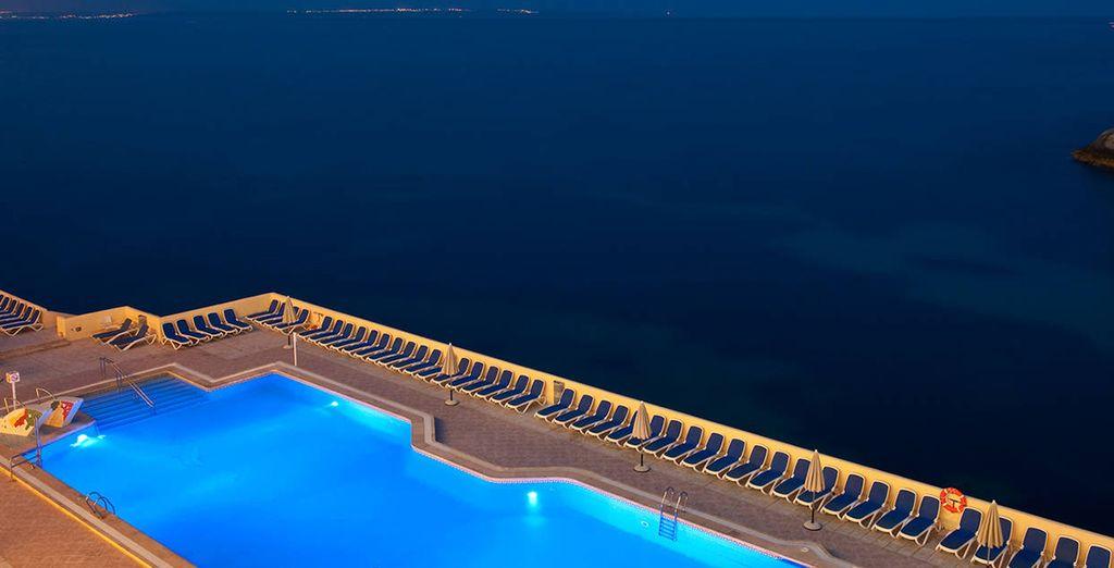 A moins que vous ne préfériez la piscine extérieure ?