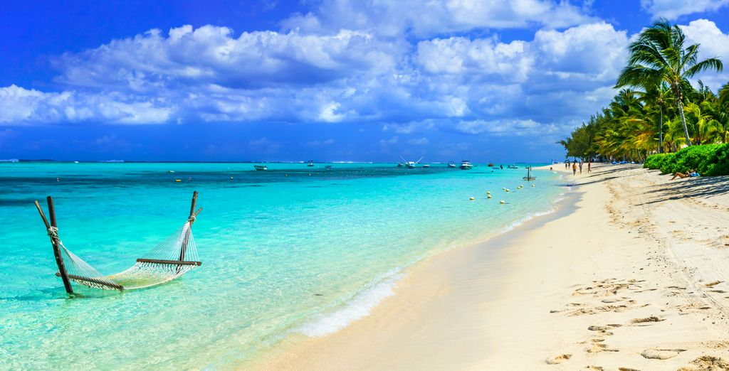 Longez ensuite les plages sublimes qui vous entourent