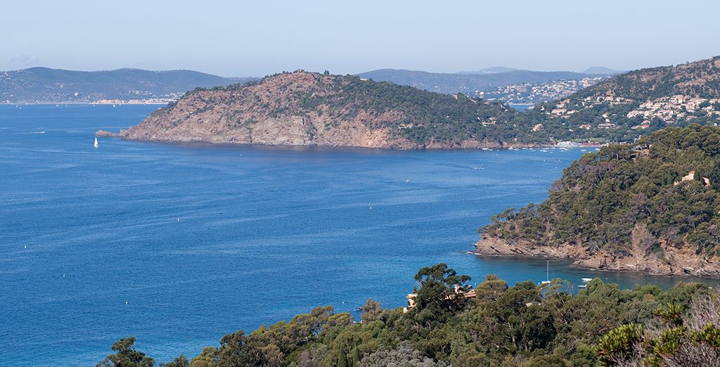 Découvrez Hyères et sa vieille ville charmante, ainsi que ses îles et ses plages. Un must !