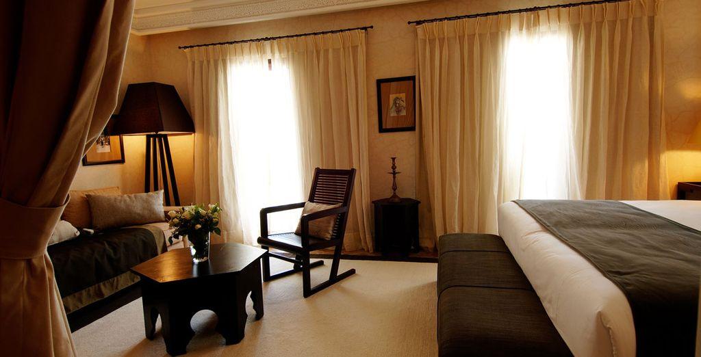 Ou en chambre Tradition, avec son coin salon et son balcon privatif