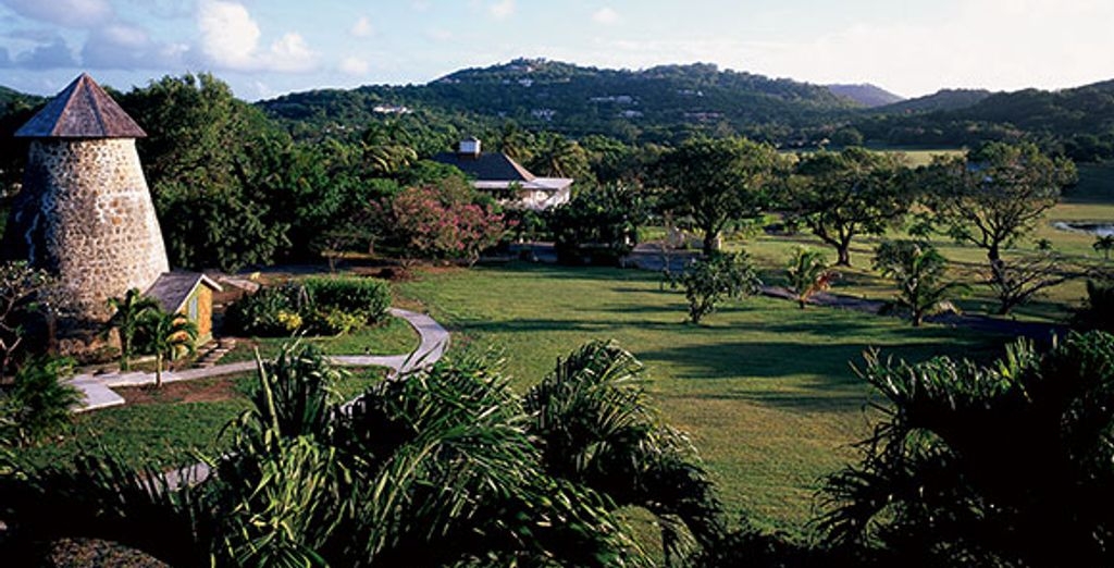 De vastes jardins luxuriants