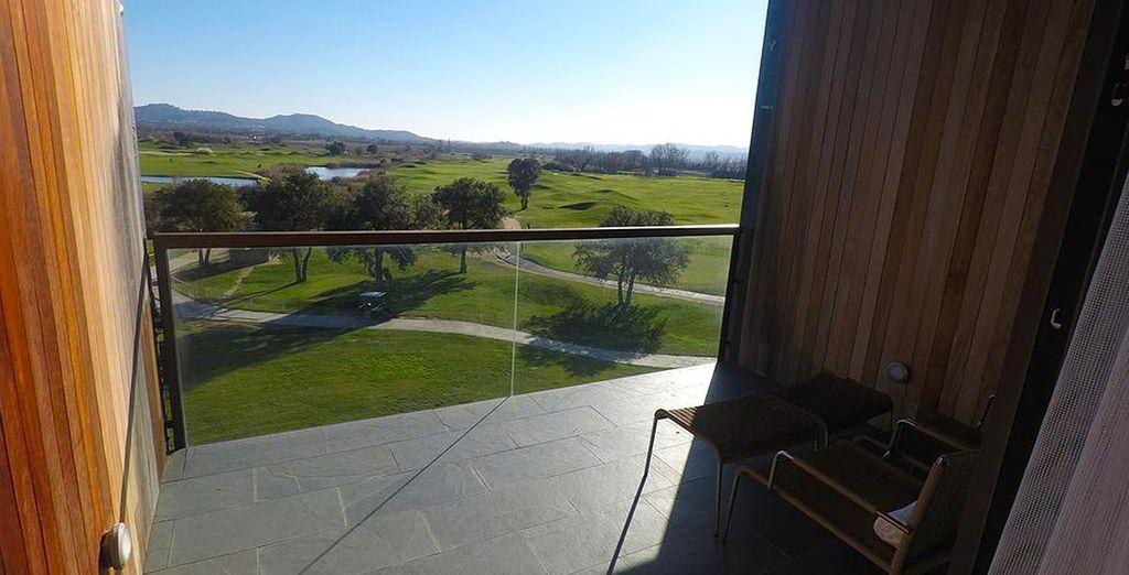 et admirez chaque matin au lever la vue sur le golf.
