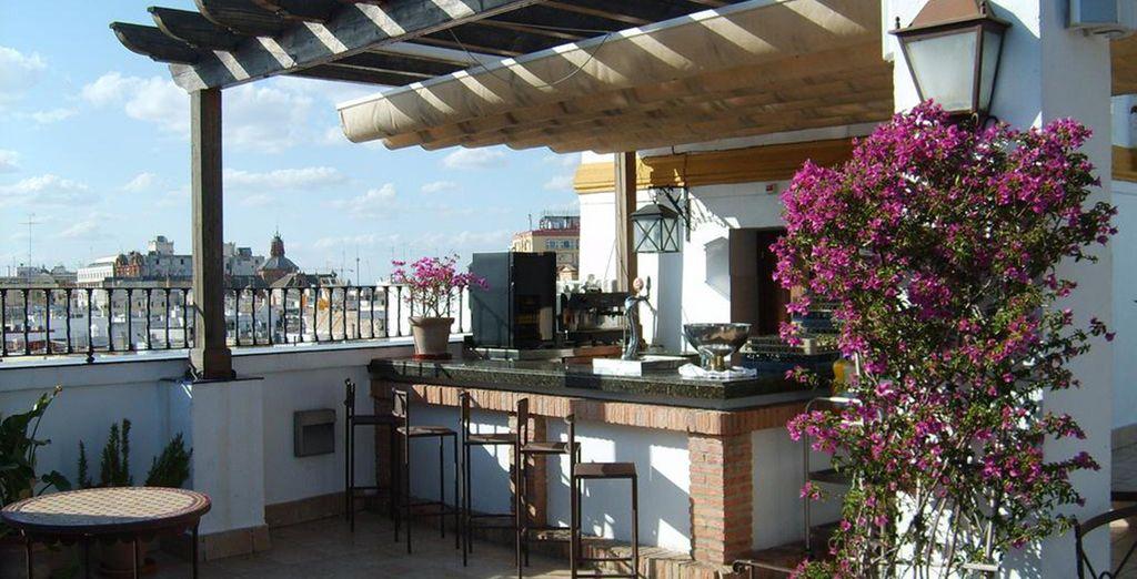Une superbe terrasse avec vue sur la ville