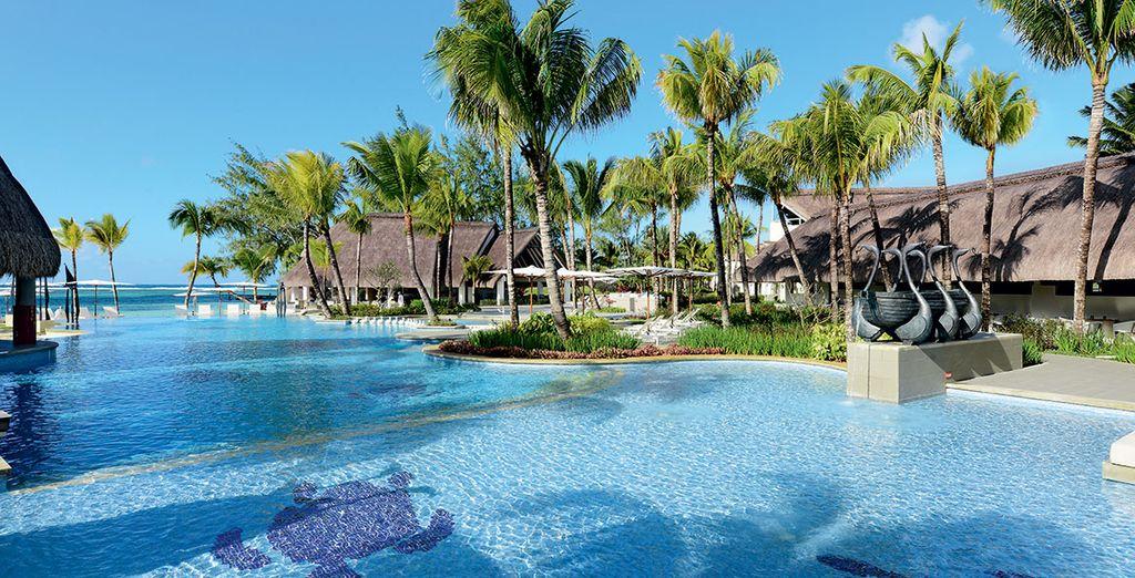 Hôtel Ambre 4* haut de gamme avec piscine extérieure chauffée donnant directement vue sur l'océan