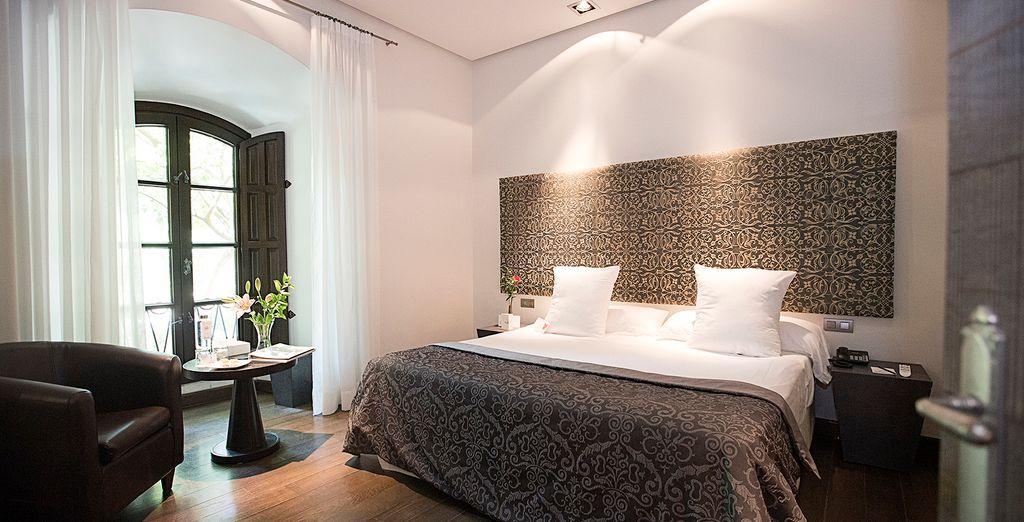 Hôtel Hospes Palacio del Bailio 5* avec chambre double tout confort et cour donnant sur une piscine avec espace détente à Cordoue