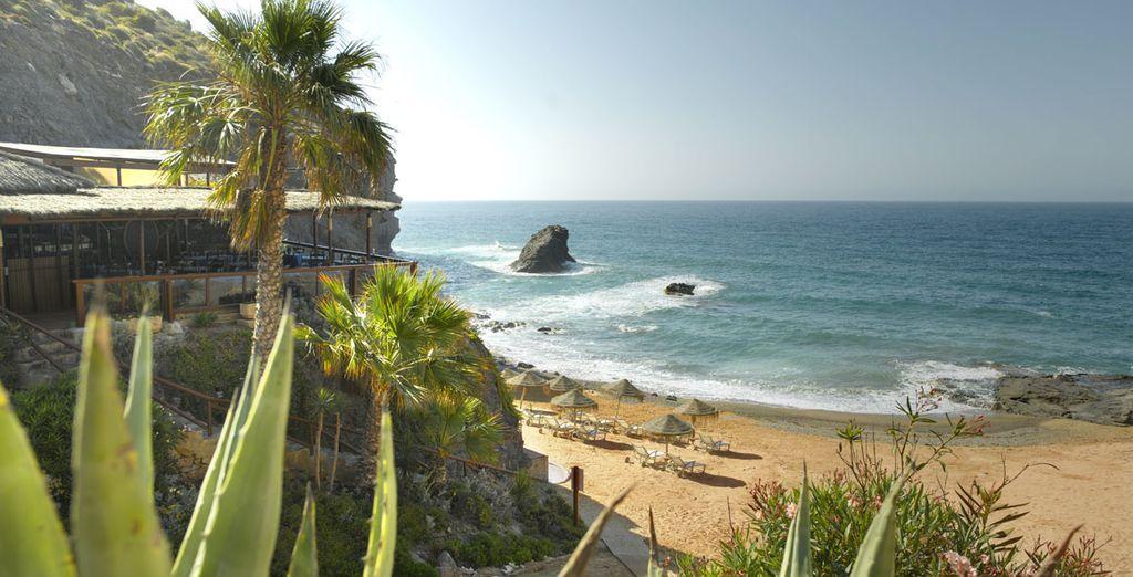 Déjeunez en bord de plage à La Cala