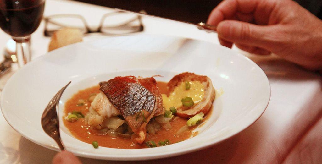 Repas romantique lors d'une croisière sur la Seine