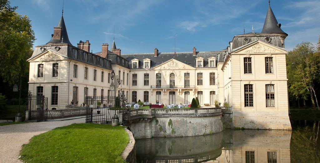 Une superbe demeure, ceinturée de douves - Le Château d'Ermenonville Ermenonville