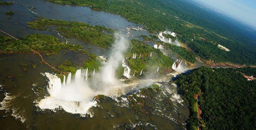 Vous partirez à la découverte des chutes d'Iguaçu...