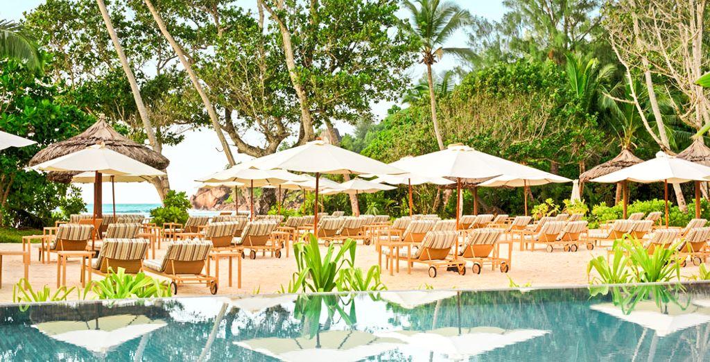 L'hôtel compte une piscine extérieure