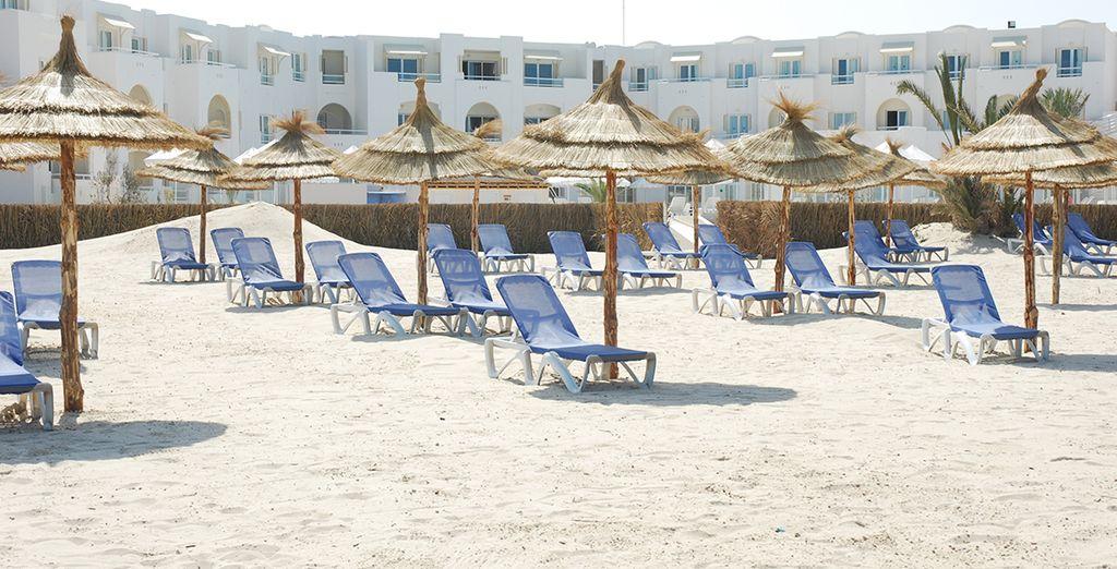 Les amateurs de sable blanc, d'horizon bleu et de mer d'huile seront servis... la plage n'est jamais très loin !