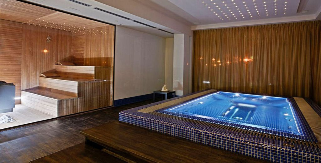 Sauna et bain à remous vous attendent