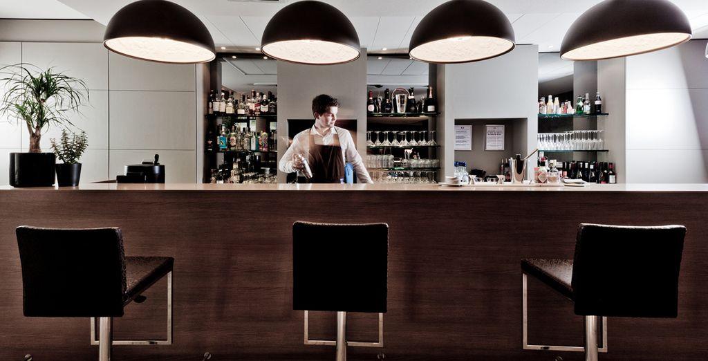 Et appréciez un moment de détente en sirotant un cocktail au bar