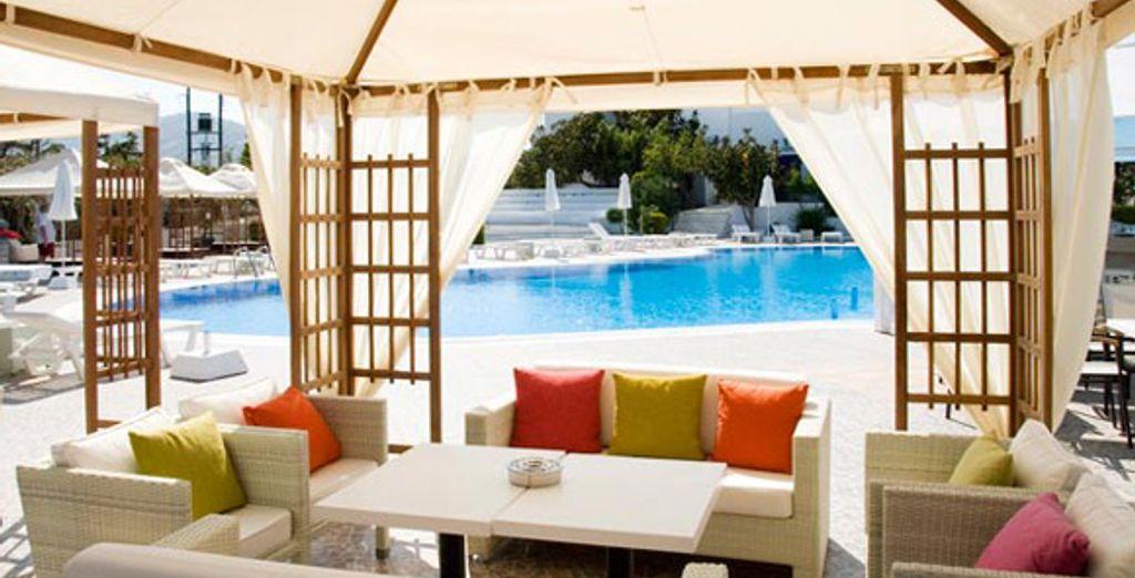 Le lounge de la piscine