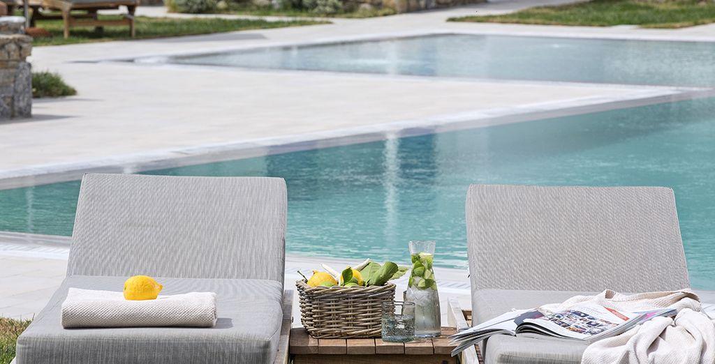 Deux options s'offriront à vous pour vos baignades quotidiennes : la piscine extérieure ou la plage d'Ornos