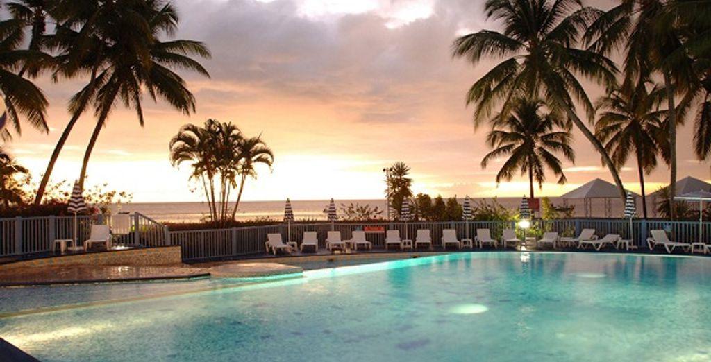 La piscine vue de nuit - Hôtel Club Le Marouba*** Fort De France