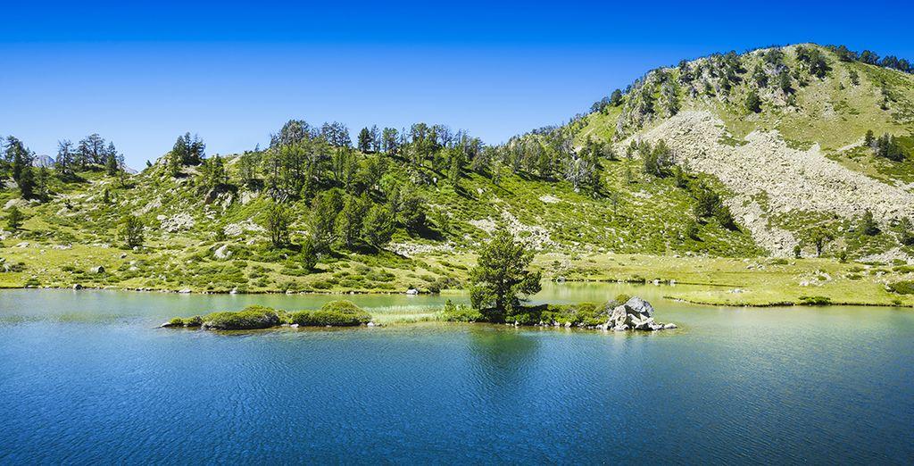 Photographie du parc national des Pyrénées, lac et montagne