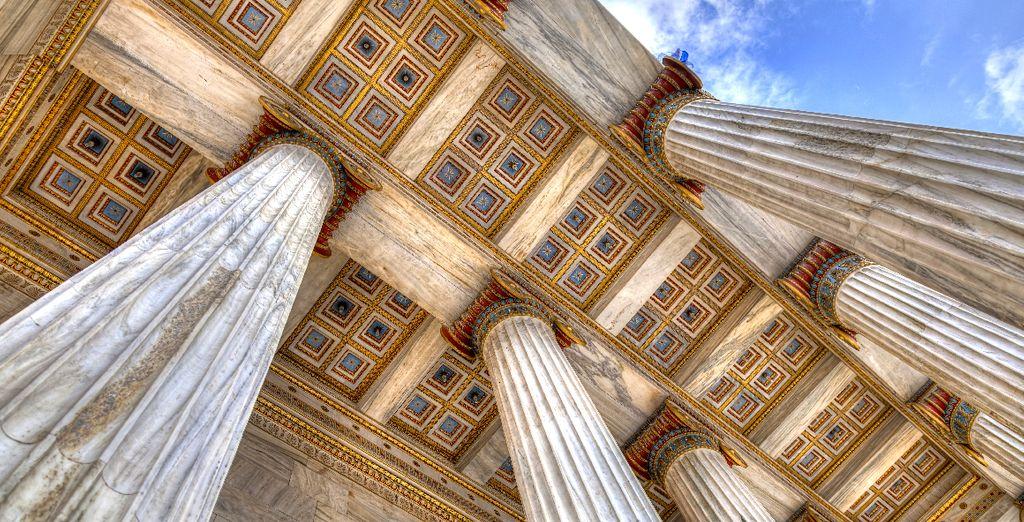 Entre temples antiques majestueux...