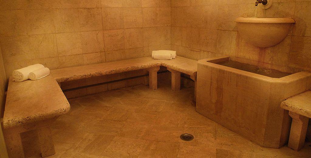 Ou évacuez le stress dans le bain turc