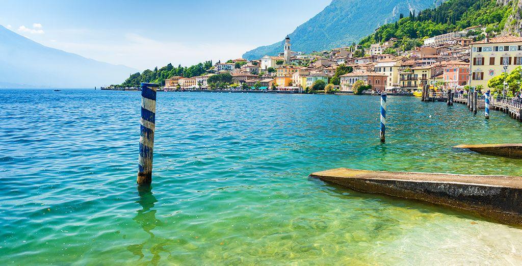Photographie du lac de garde à découvrir lors d'un circuit de 15 jours en Italie