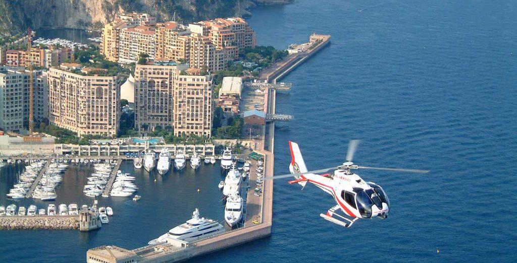 en hélicoptère.