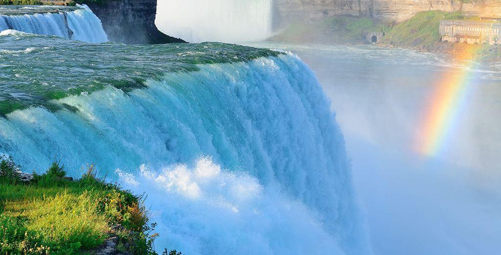 Et Niagara Falls, les chutes les plus puissantes d'Amérique du Nord