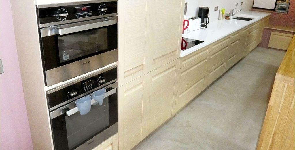 Une cuisine équipée et spacieuse