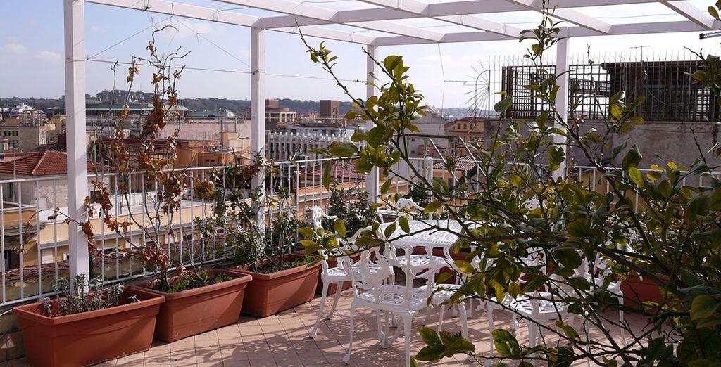 Votre terrasse, parfaite pour des repas au soleil !
