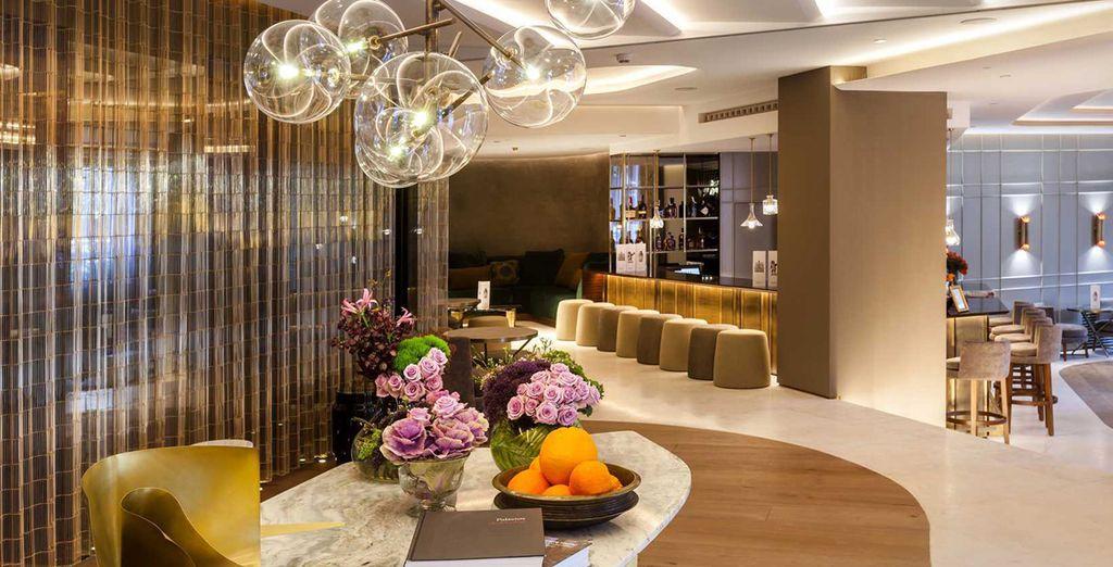 Questo hotel dal design elegante vi aspetta per darvi il benvenuto