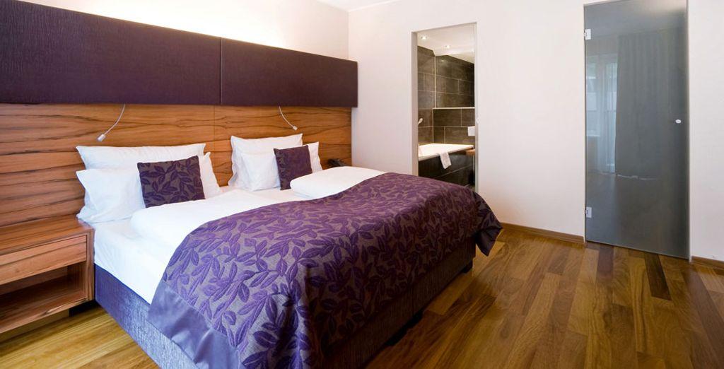 Accomodatevi nella vostra suite moderna come la camera delegate