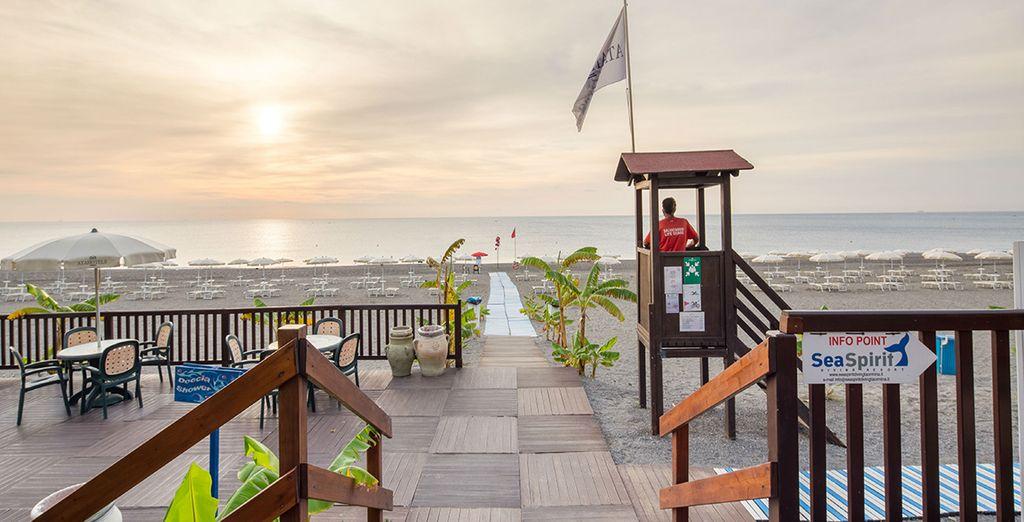 E recatevi nella spiaggia dell'hotel