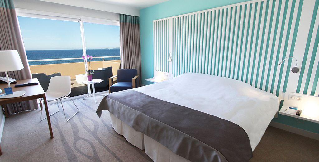 Accomodatevi nella vostra camera e ammirate la splendida vista sul mare