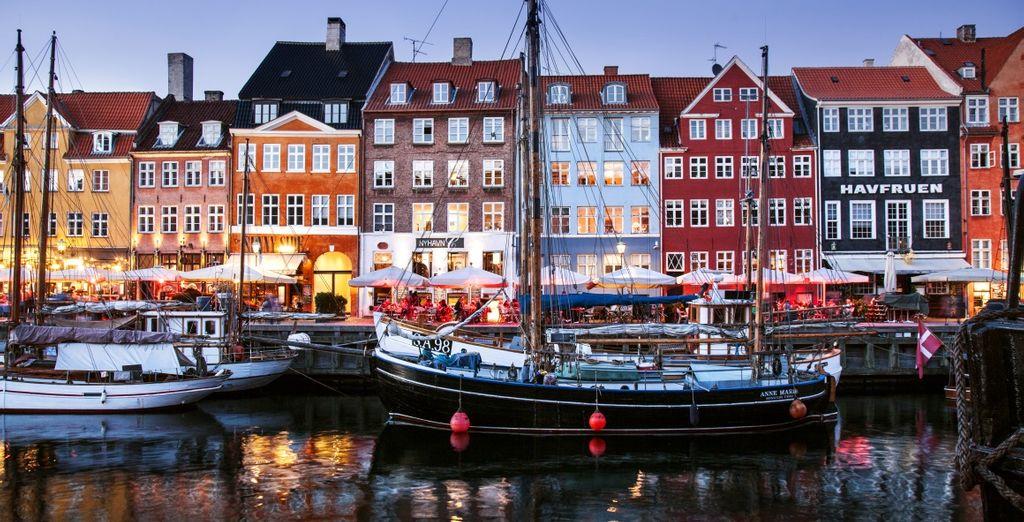 Fate un giro presso Nyhavn, l'antico porto di Copenaghen