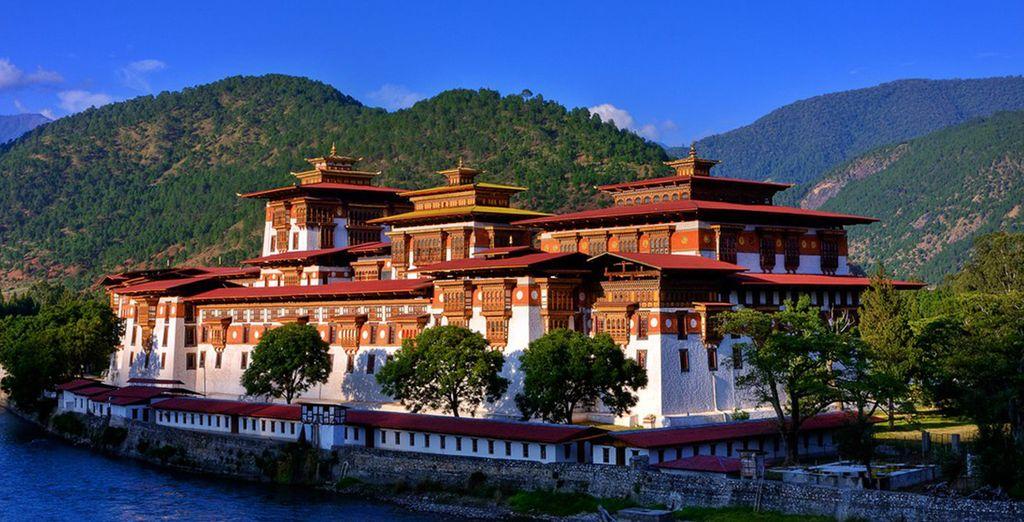 Punaka conserva l'atmosfera serena di un luogo con un passato regale