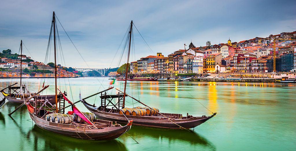 Fotografia della città di Porto, il porto e la sua architettura colorata