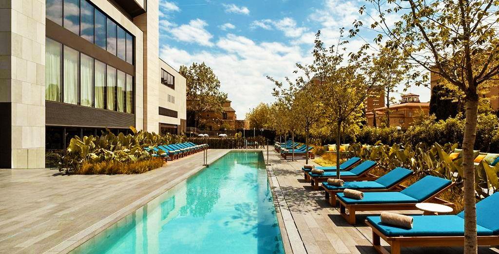 Hotel 5 stelle a Barcellona, tutti i comfort con piscina e zona relax