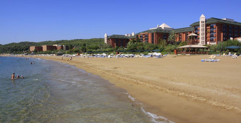 Visitate la vicinissima spiaggia di Antalya