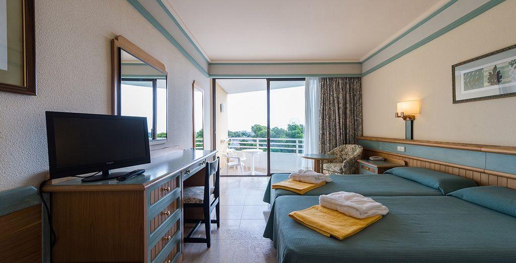 Hotel di charme, camera doppia e terrazza privata con vista sulla piscina, vicino a tutte le attività