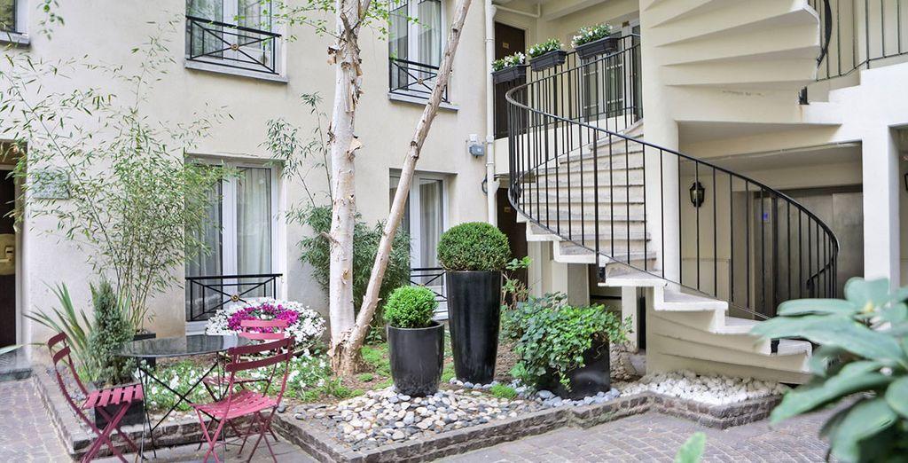 Al vostro rientro in hotel potrete rilassarvi nel verde giardino interno